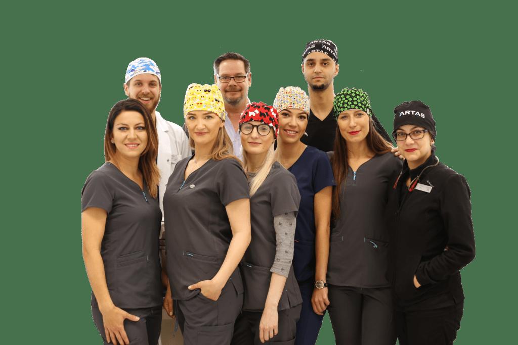 Specjaliści w centrum robotycznego przeszczepu włosów ARTAS