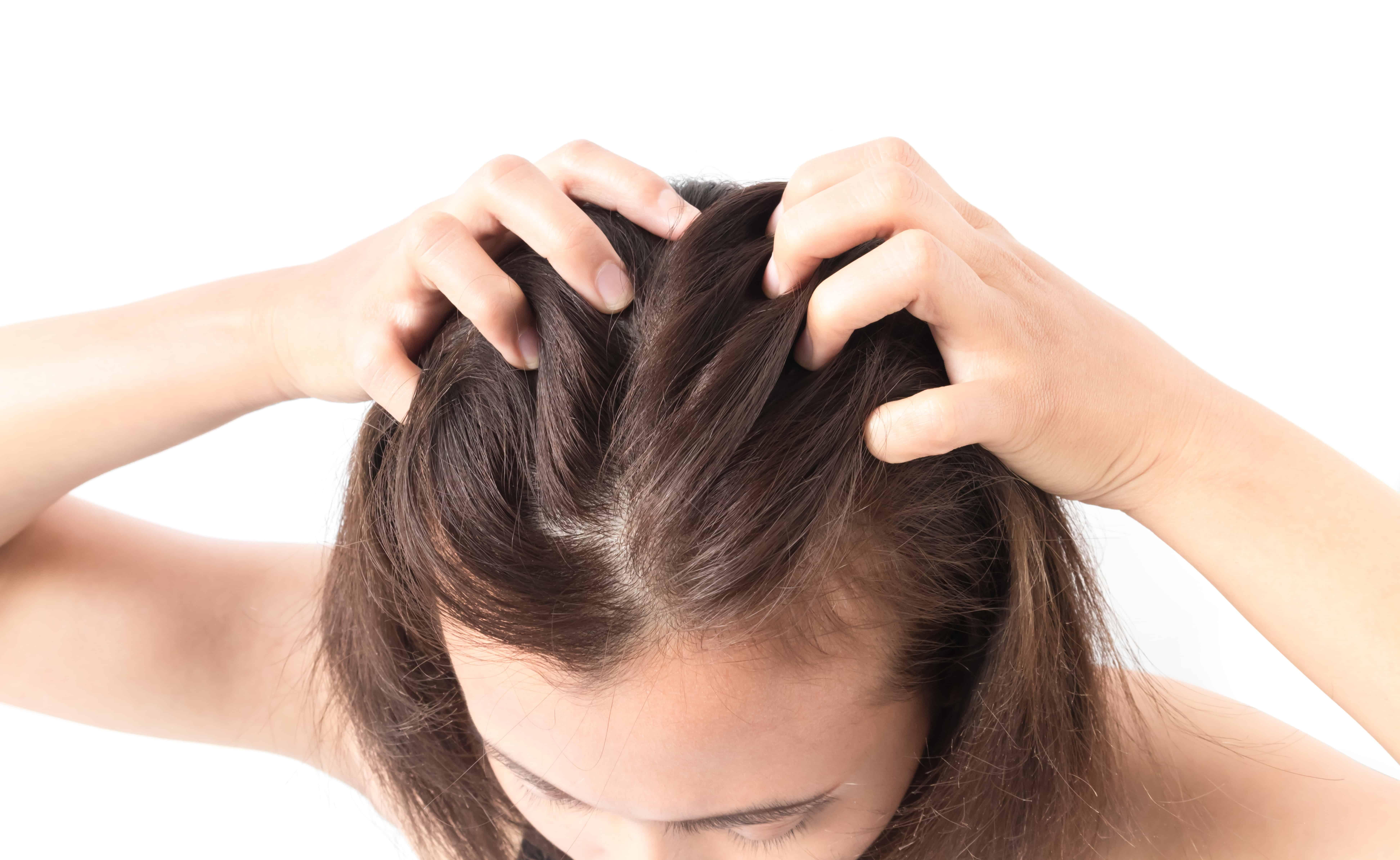wypadanie włosów na nogach przyczyny